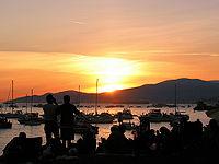 20100213-200px-Sunset_picnic.jpg