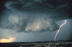 20120511-250px-Wall_cloud_with_lightning_-_NOAA.jpg